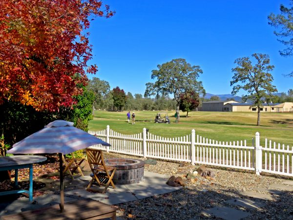 gold-hills-golf-course-backyard